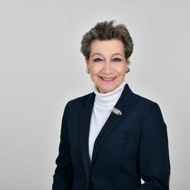 Adrienne Lotz
